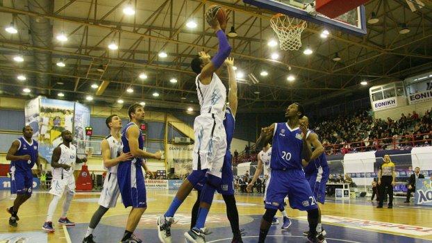 Πολύ σκληρή για να παραδοθεί αποδεικνύεται η Καβάλαbcπου νίκησε στην Αμαλιάδα με σκορ 72-78