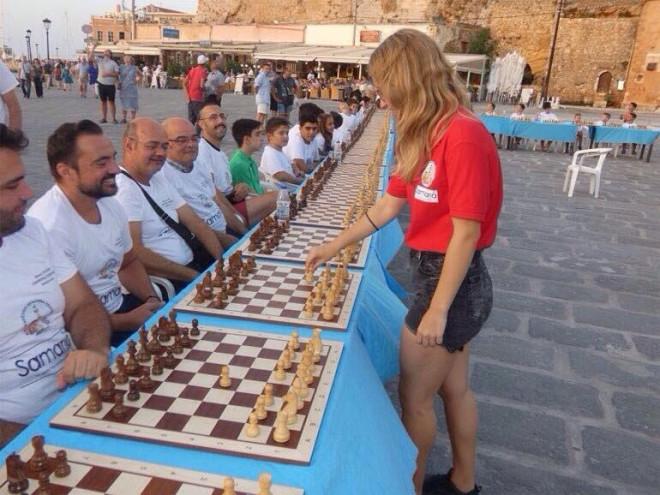 Η Σταυρούλα Τσολακίδου στα Χανιά νίκησε με «Ματ» 31 αθλητές σε 5 ώρες
